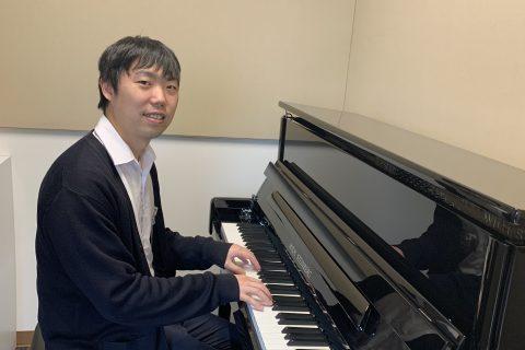 ピアノインストラクター岡本