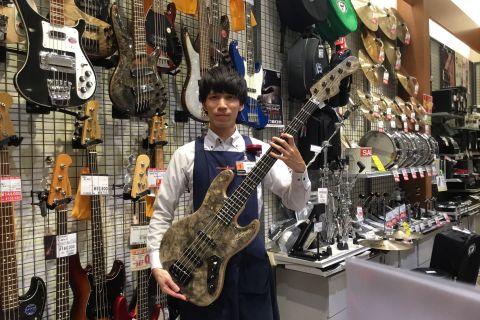 スタッフ写真ベース・ドラム伊藤