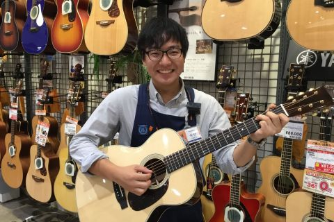 スタッフ写真アコースティックギター今村