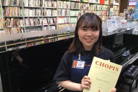スタッフ写真ピアノインストラクター矢崎