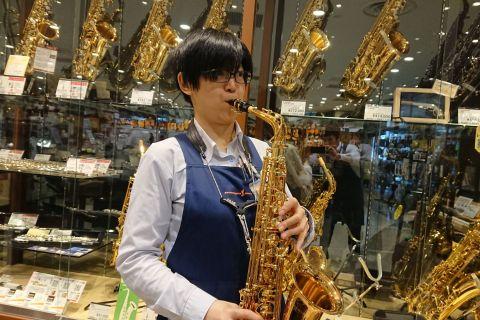 スタッフ写真音楽教室担当・管楽器担当佐藤