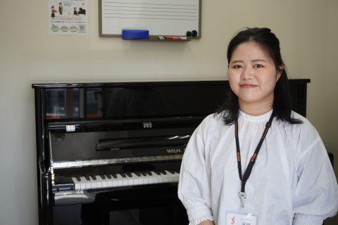 スタッフ写真ピアノインストラクター浜田
