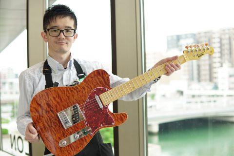 スタッフ写真ギター上級アドバイザー、ギター・ベース・ギターアクセサリー担当小島