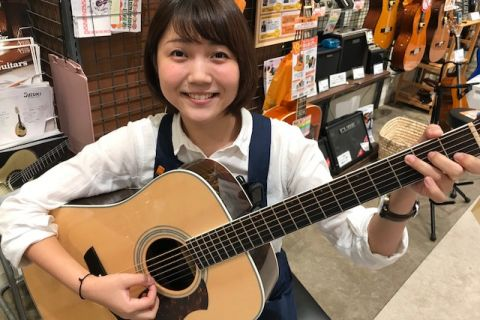 スタッフ写真アコースティックギター和田