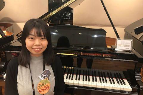 スタッフ写真ピアノインストラクター切付