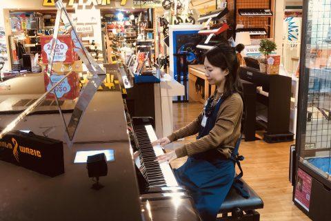 スタッフ写真アコースティックピアノ、電子ピアノ、キーボード、キーボードアクセサリー植村