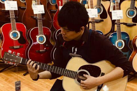 スタッフ写真ドラム、アコースティックギター、エレキベース川本