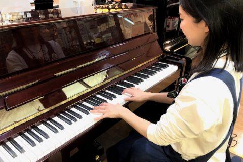 スタッフ写真ピアノアドバイザー、アコースティックピアノ、電子ピアノ、キーボード、キーボードアクセサリー植村
