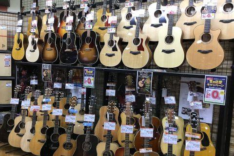 特価アコースティックギター店頭画像