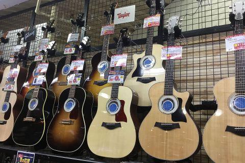 Taylorアコースティックギター店頭画像