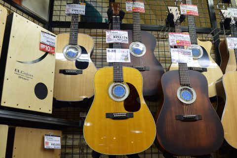 Gibson D-28アウトレット店頭画像
