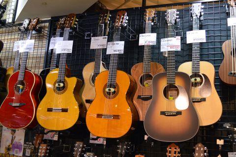 Taylorミニギター店頭画像
