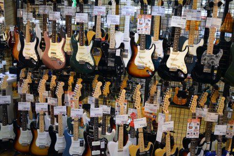 Fenderエレキギター店頭画像