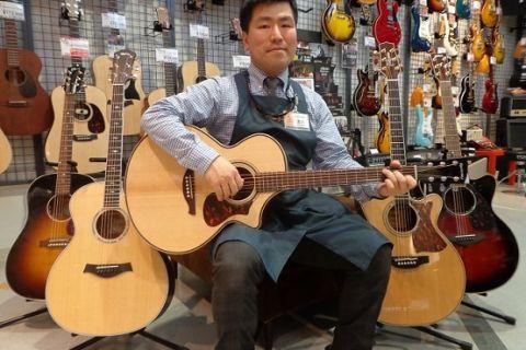 スタッフ写真アコ-スティックギター・エレキギター・ギターアクセサリー・沖縄三線浅川 泰三