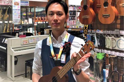 スタッフ写真ウクレレ、ギター、ベース、アンプ、弦岩谷 慎太郎