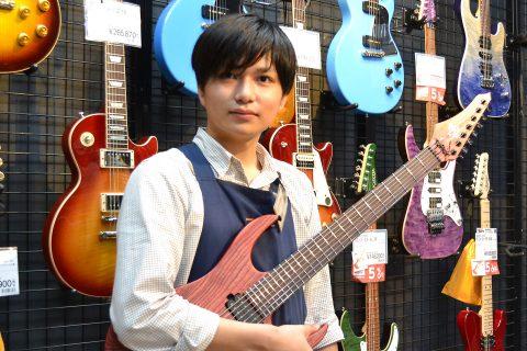 スタッフ写真ギターアドバイザー エレキベース・エフェクター・アンプ楠
