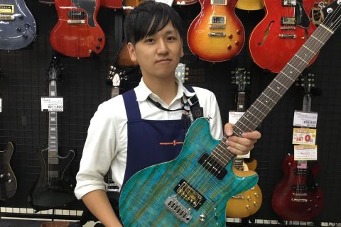 スタッフ写真エレキギター、アンプ、ギターパーツ前田