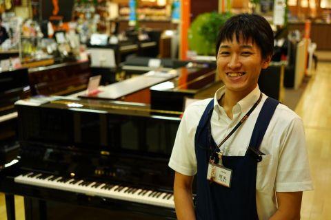 スタッフ写真音楽教室、ウクレレ、キーボード、ピアノ市丸
