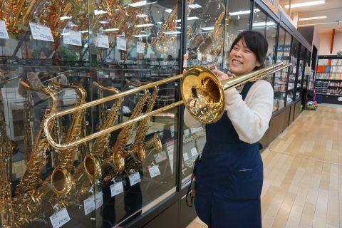 スタッフ写真管楽器、弦楽器、楽譜廣瀨