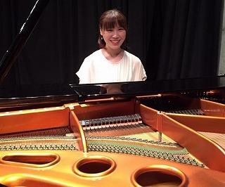 スタッフ写真ピアノインストラクター松林