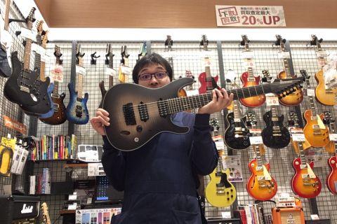 スタッフ写真ギターアドバイザー・ギターメンテナンス鵜川