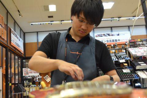 スタッフ写真ピアノ・ギターシニアアドバイザー・ドラムアドバイザー・ベース・エフェクター・アンプ伊藤
