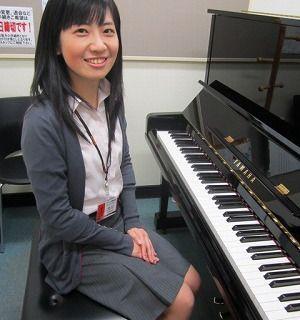 スタッフ写真ピアノインストラクター大川