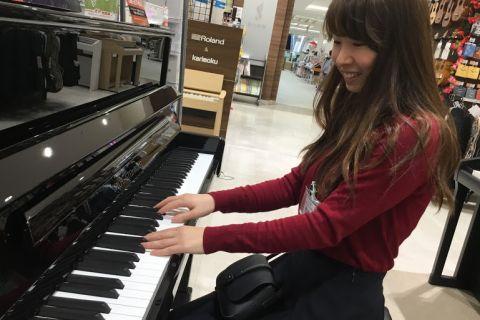 スタッフ写真ピアノインストラクター西岡