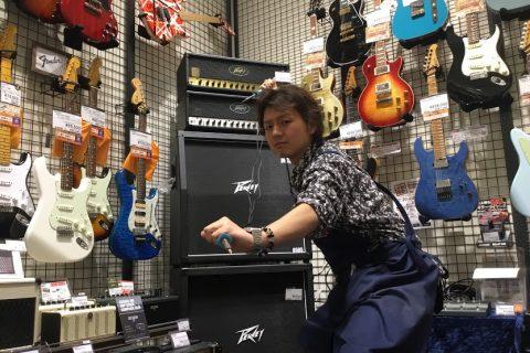 スタッフ写真アンプ、エフェクター (ギターシニアアドバイザー)内田