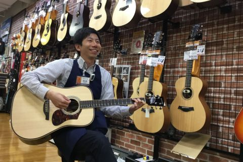 スタッフ写真音楽教室・アコースティックギター担当野﨑