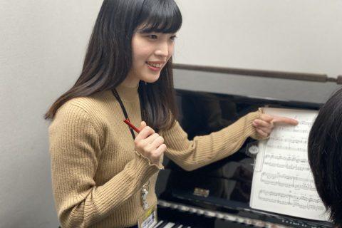 スタッフ写真ピアノインストラクター小林