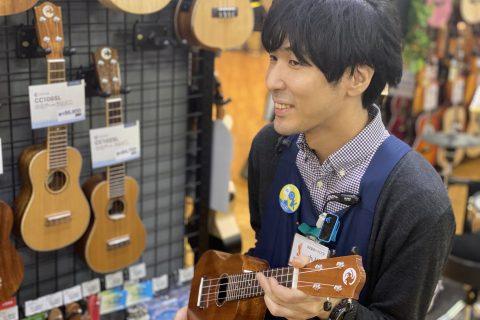 スタッフ写真ウクレレ・ベース・ドラム担当小川