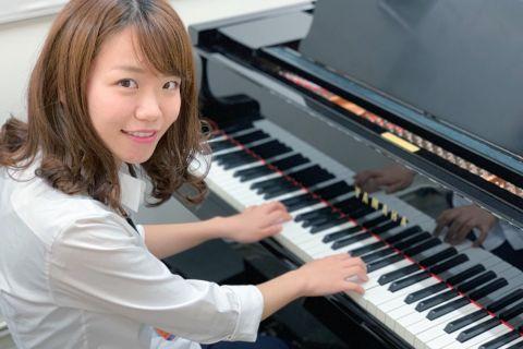 スタッフ写真ピアノインストラクター齋藤