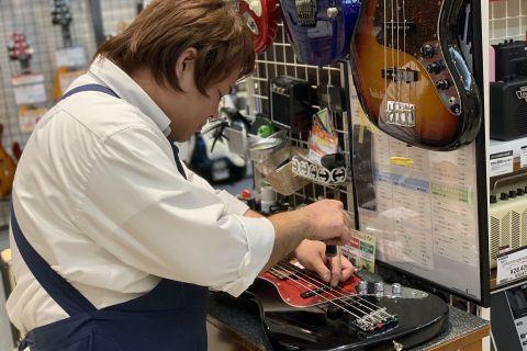 スタッフ写真エレキベース・アンプ・ギターパーツ小平