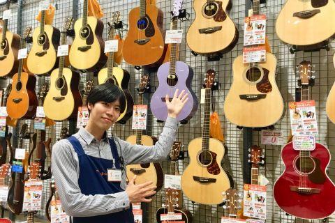 スタッフ写真アコースティックギター・ギターアクセ中村