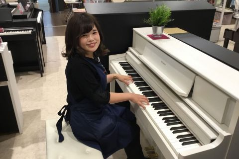 スタッフ写真ピアノアドバイザー・キーボード・電子ピアノ・楽譜新庄