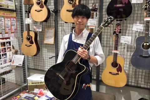スタッフ写真アコースティックギター・ギターアクセサリー中村