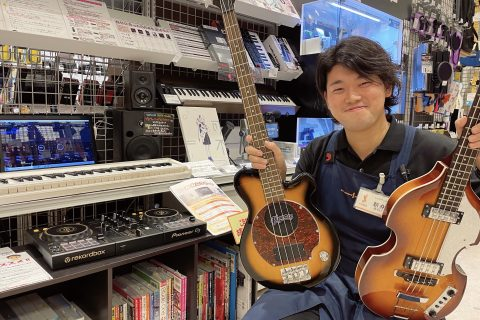 スタッフ写真ベース担当・ギター/デジタルアドバイザー新井
