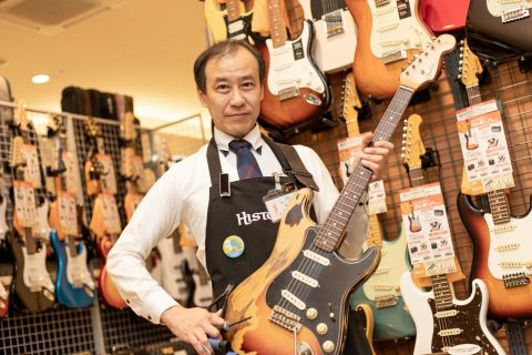 スタッフ写真ギター担当  ギター上級アドバイザー/防音・デジタル・音楽教室アドバイザー早坂