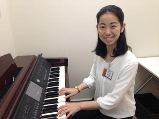 ピアノインストラクター 山田志織