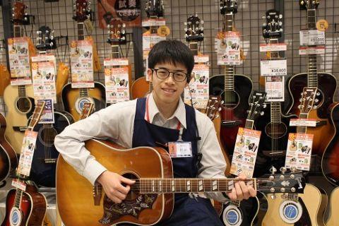 スタッフ写真アコースティックギター、ギターアクセサリー、弦村井