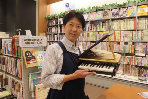 スタッフ写真副店長、ピアノアドバイザー、ギターシニアアドバイザー早川