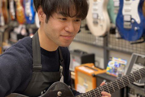 スタッフ写真エレキギター、ピアノ宮平
