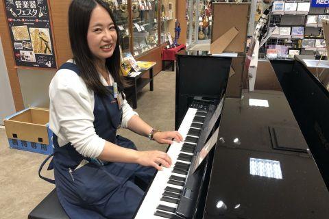 スタッフ写真音楽教室、楽譜阪本