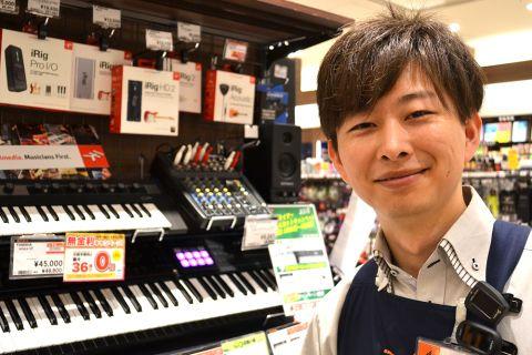 スタッフ写真DTM・ドラム・ウクレレ・シンセサイザー小林