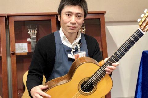 スタッフ写真アコースティックギター、クラシックギター、電子ピアノ藤橋