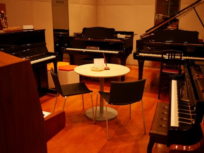 島村楽器エミフルMASAKI店ピアノショールーム2