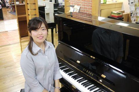 スタッフ写真ピアノインストラクター花岡