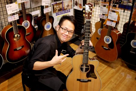 スタッフ写真アコースティックギター・管弦楽器柳川
