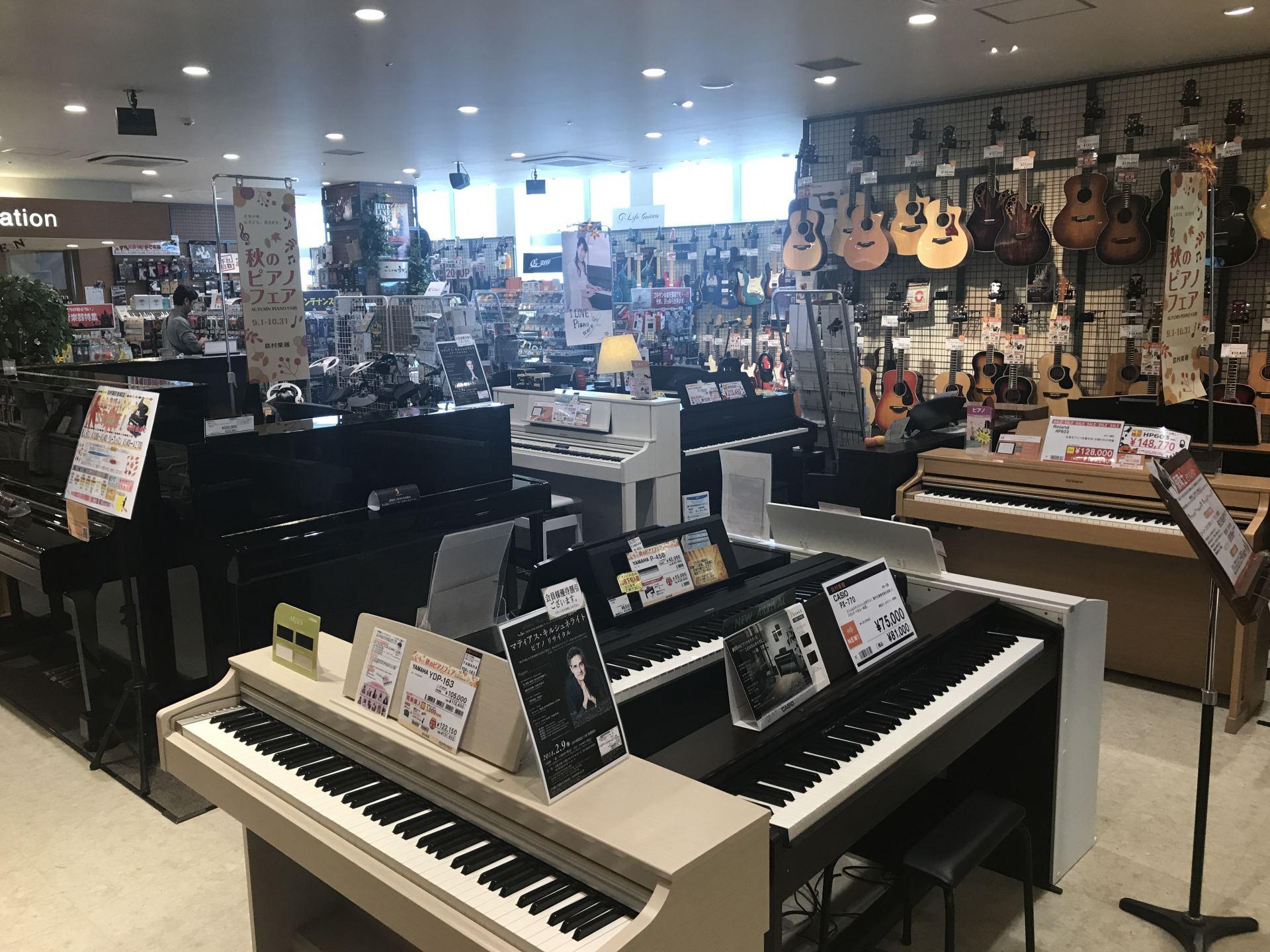 店内には各メーカーの電子ピアノを多数展示しております。